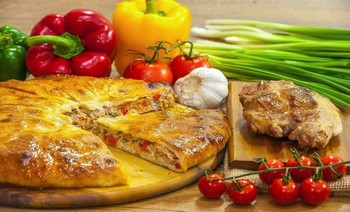 Pie with pork, tomatoes, greens and sweet pepper - 3piroga.ua