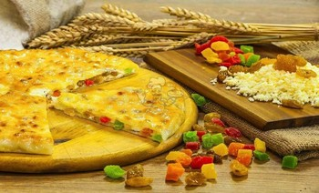 Pie with cheese, raisins and candied fruit - 3piroga.ua