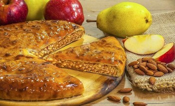 Pie with pears and almonds - 3piroga.ua